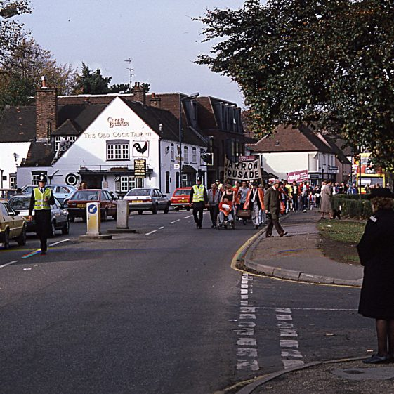 Arrival of Jarrow marchers in Harpenden - 1986 photo by Peter Moyse | LHS digitised slides 003
