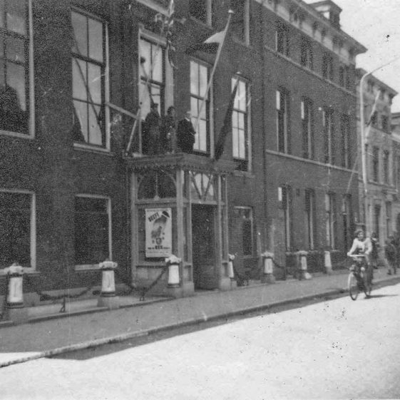 Rowallan House, Schiedam - original photo | Vol.1 - pages 99 & 100
