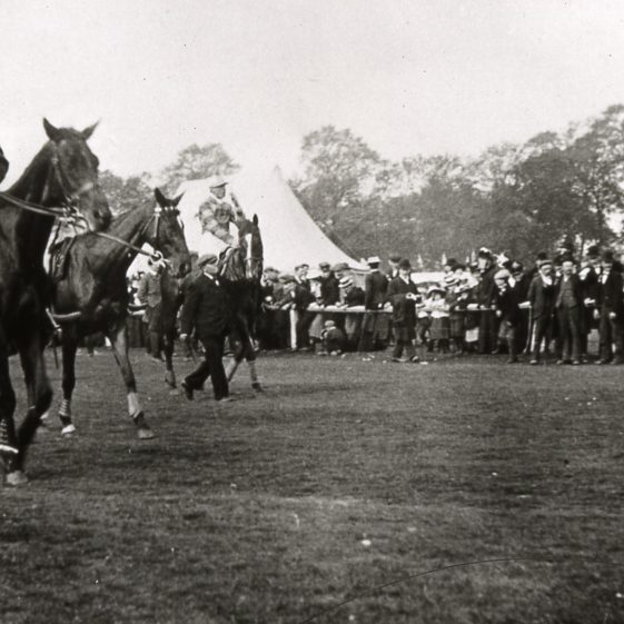 The races - clearing the course - 1900 | Slides cat No B2.10
