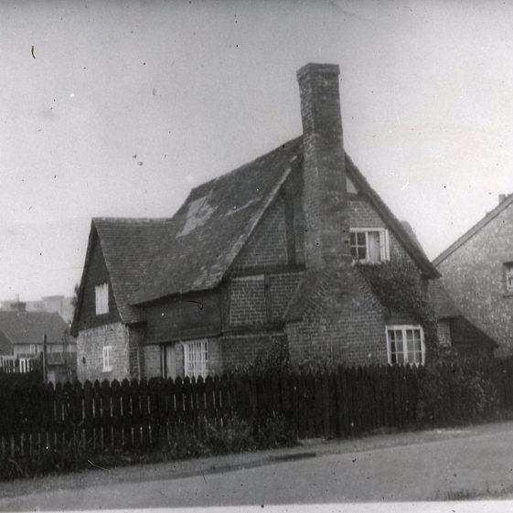 10. Watler's Farm, Queens Road - 1930's | Cat no Slides B 2.11