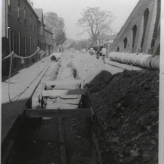 Laying main sewer in Southdown Road - 1930's8   Cat no Slides B 2.76