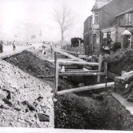 Laying sewer in Southdown near Shops - 1930   Cat no Slides B 2.78