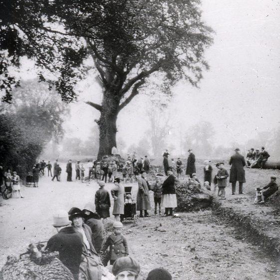 Widening Piggottshill Lane - 1930   Cat no Slides B 2.86