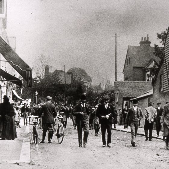 Station Road, arrival of crowds for the races - 1900's | Slides cat No B3.63