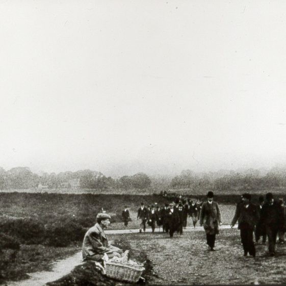 The races, crowds walking up the common - 1900's | Cat no B 3.68