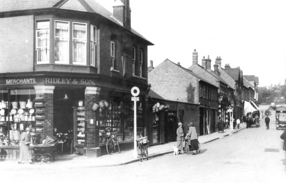Station Road/Stakers Lane