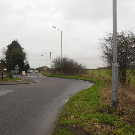 108. House Lane meets Sandpit Lane and Oaklands Lane at a T-junction. The valley turns eastwards along Oaklands Lane towards Smallford. | R Ross, January 2016