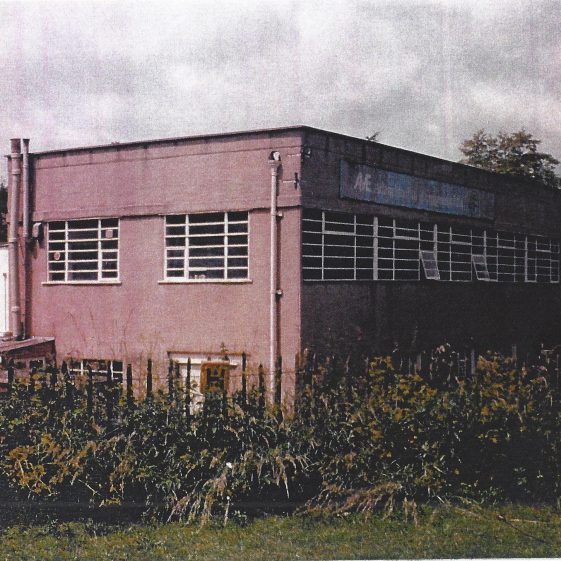 50. A factory was built in the old gravel pit at the bottom of Roundwood Lane - site of Homedell since 1980s | LHS archives - L Casey c.1970
