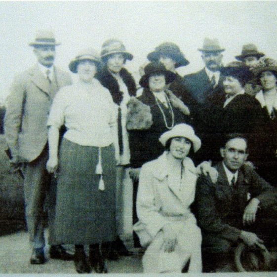 Family group c1920 - Ernest & Marjorie in the front | Des Summerson