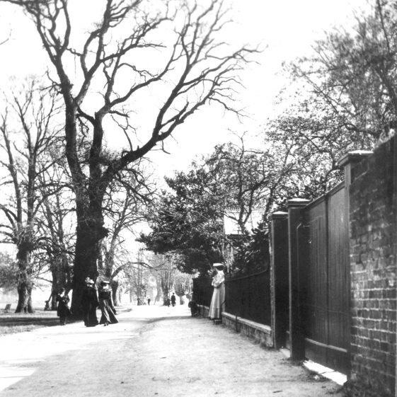 Leyton Road, looking south, with gates of Bennett's -1910's   Cat no HC 042