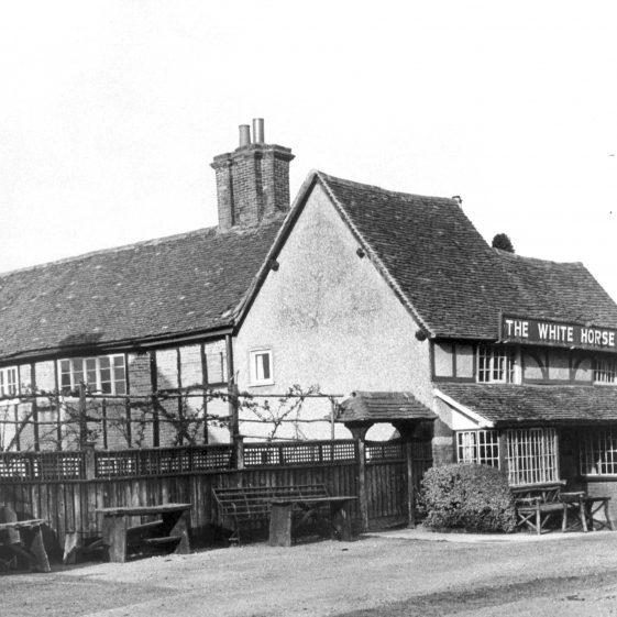 White Horse Inn - 1930's | Cat no HC 85