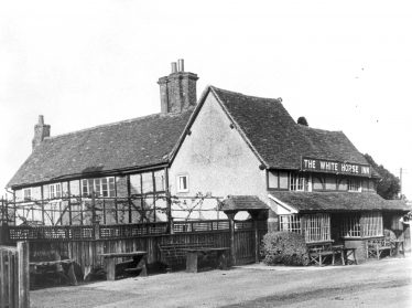 The White Horse, Hatching Green, in the 1930s | LHS archives - HC85