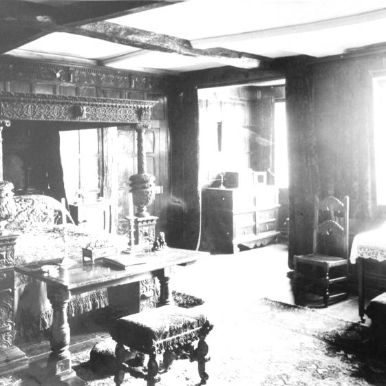Rothamsted Manor - bedroom with Jacobean furniture - 1900 | Cat no HC 104