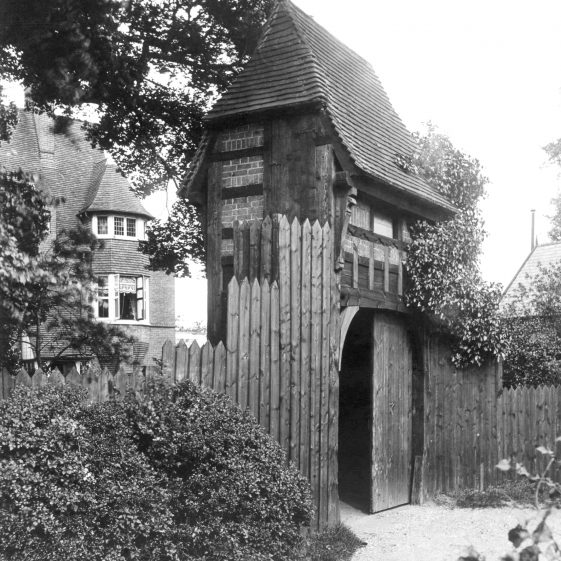 Gateway to Pigeonwick - built 1868, demolished 1928 - home of Ellen Terry in 1870's | Cat no HC 181