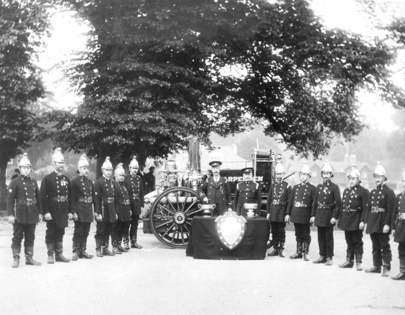 2. Brigade with new steam pump - 1912 | Cat no HC 183