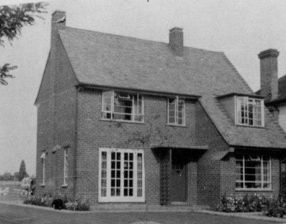 Major Ingle's House, Blackmore End, 1947   LHS archives, Herring album BF 52 2.7