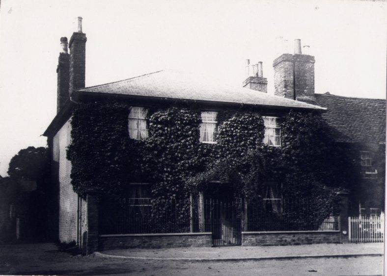 Dr Kingston's House, the home of Dr Francis Kingston, who retired in 1861. His family had been treating people and their animals for over 100 years. The house was bought in 1912 by Henry Salisbury, who pulled it down to build Kingston House Stores.   LHS archives, cat. no. LHS 00006