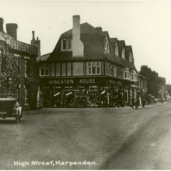 The George Inn & Kingston House Stores, c. 1920 - click on this picture for the Story of 6 High Street | LHS archives, cat.no. LHS 002099