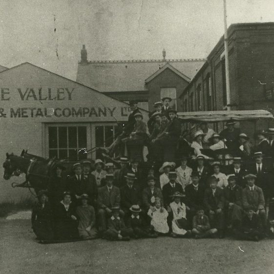 The Valley Engineering Company, alongside The George Inn, with horse-drawn cart ready for an 'outing', c.1910 | LHS archives, cat.no. LHS 012142