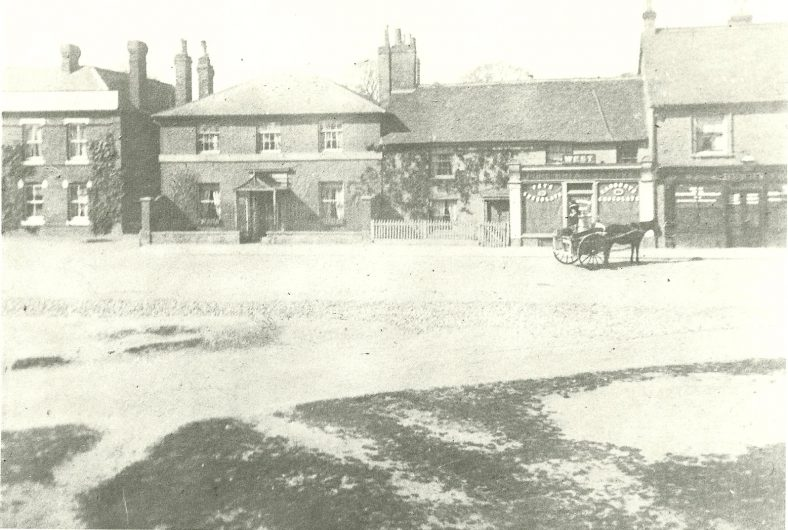 Dr Kingston's House, West's cottage & bakery and Busby's chemists, and part of The George Inn on the left, c.1910   LHS archives, cat. no. LHS 00005