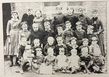A class outside the Harpenden Board School, early 1900s   Harpenden Local History Society's Archives