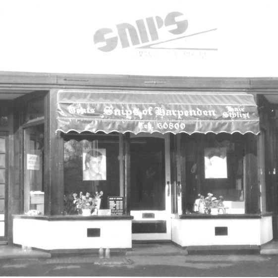 Snips gents hairdressers, with entrances to the dental surgery above - 1994   LHS archives