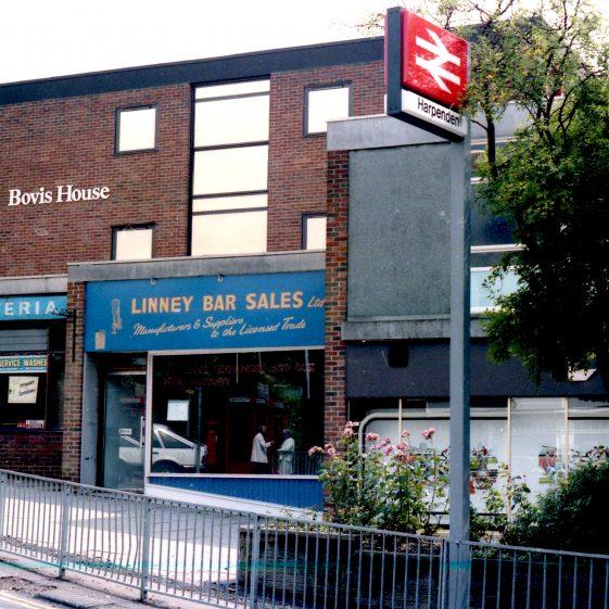 Linny Bar Sale, February 1985   Rodney Marshall