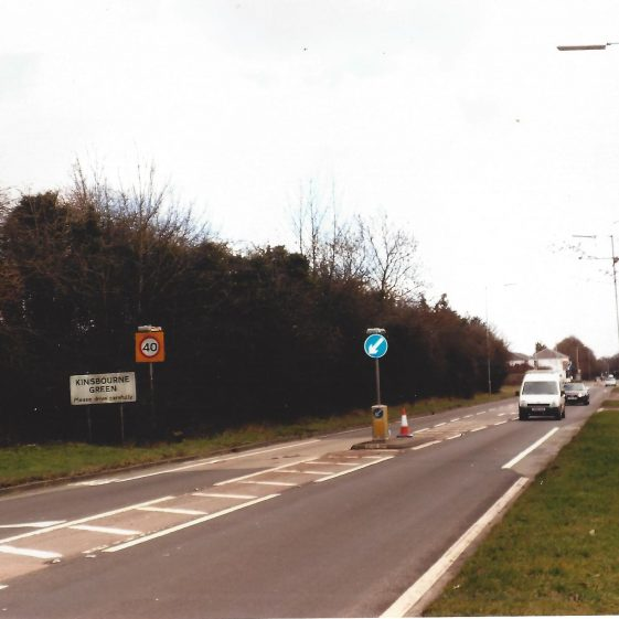 38. Luton Road, near the Fox - the valley bottom heads towards Kinsbourne Green | LHS archives - L Casey, Jan 2015