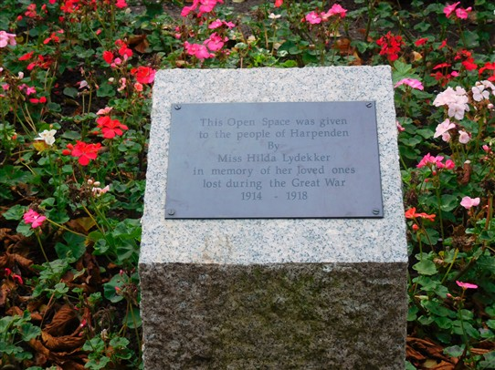 Lydekker Park - plaque commemorating Gerald and Cyril Lydekker, to whom the gardens are dedicated | J Marlow, 2016