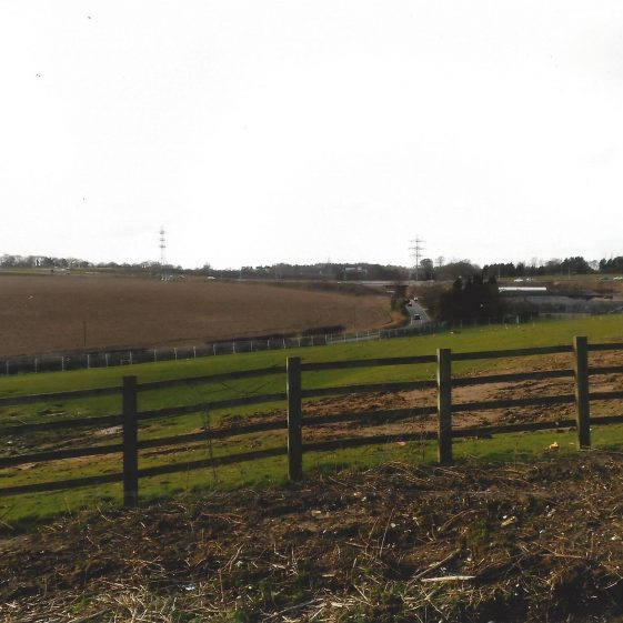 33. View of Newlands Road and Farm from A1081 which climbed to meet M1 spur & Luton Airport Parkway, since modified for new junction layout in late 2015 | LHS archives - L Casey, Jan 2015