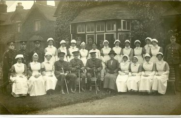 Officers and VAD staff outside The Institute, 1915 | LHS archive