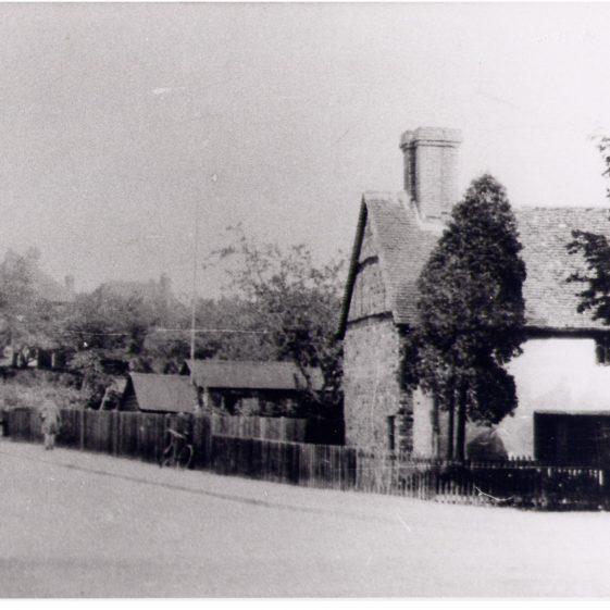 Sun lane corner - c.1935   LHS archives - cat.no. LHS 7404