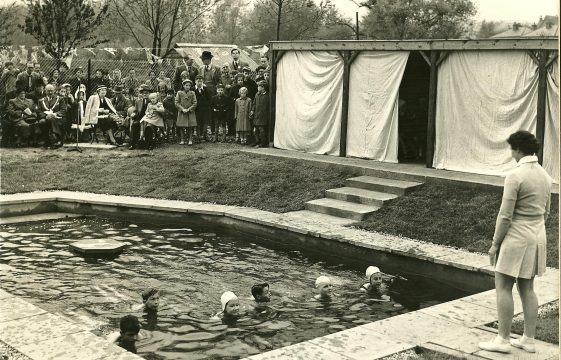 Batford swimming pool
