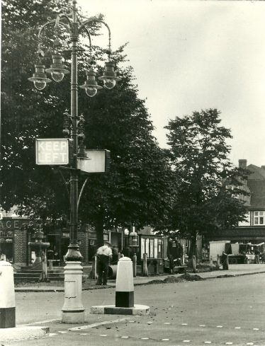 Gaslamp by the Harpenden Arms, 1950s   LHS archive, cat.no. EB12081
