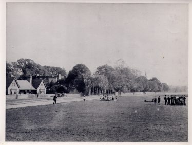 Lads and lassies on the common, near The Institute, Southdown Road | LHS collection