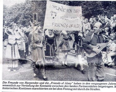 Freunde von Harpenden and Friends of Alzey in carnival procession, June 1988 | LHS archives, Alzeyer Anzeiger, 19 May 1988